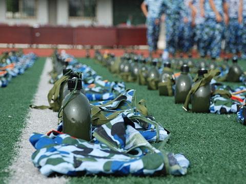 军校的青葱年华。